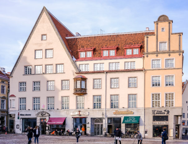 12. Dream Stay - Town Hall Square View Apartment with Sauna