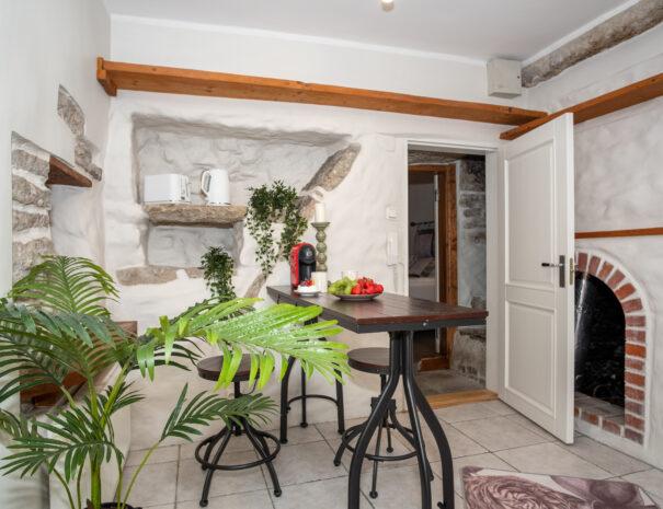 15Dream Stay - Rataskaevu Boutique with Balcony _ Fireplace